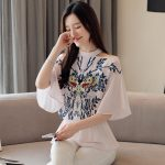 La Fashion 2019 summer new Korean women's short-sleeved off-shoulder print casual fashion wild temperament comfortable breathable chiffon blouse