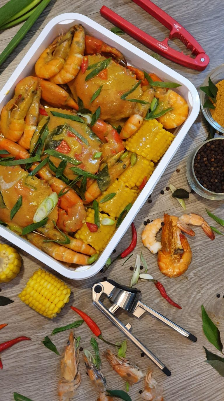 Thai Coco Curry Crabs and Shrimps Platter