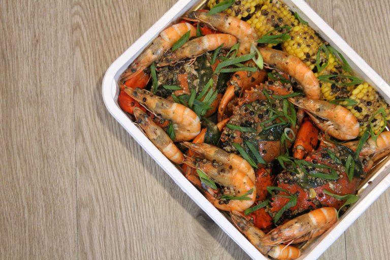Singaporean Black Pepper Crabs and Shrimps Platter