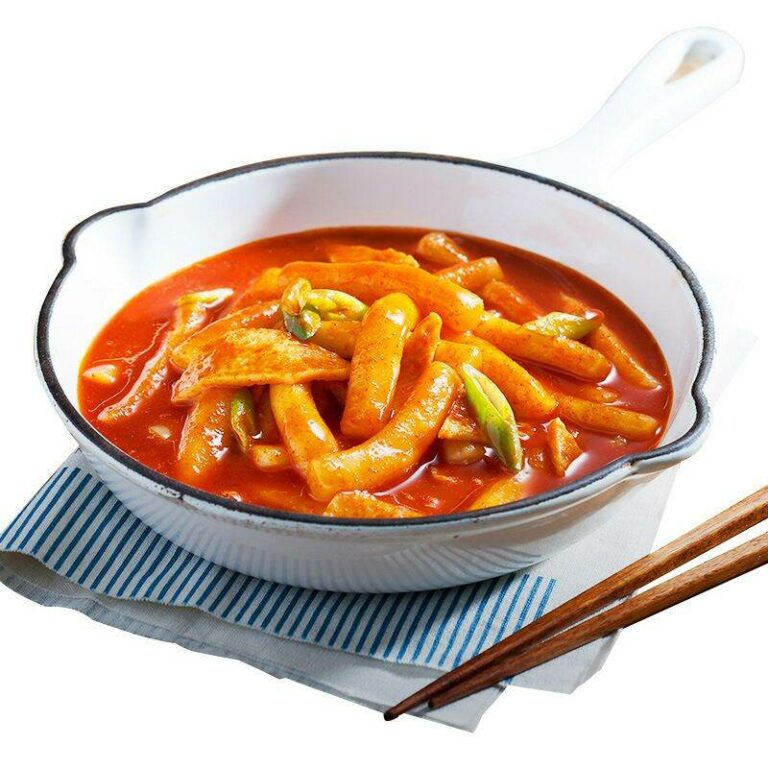 Authentic Korean style spicy fried rice cake strips 200g free sauce pack 70g